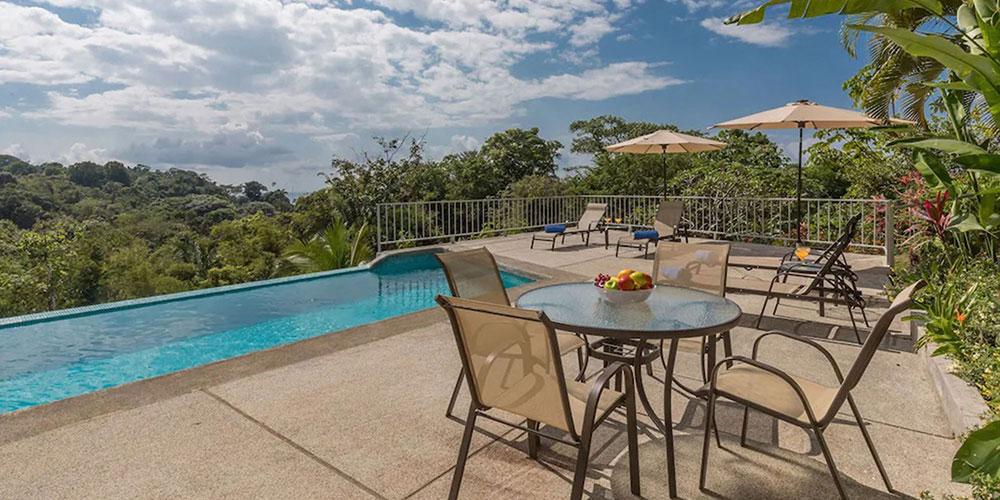 Casa Mariposa pool view
