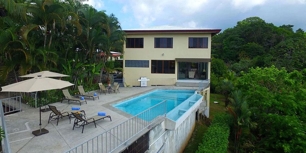 Casa Mariposa house and pool