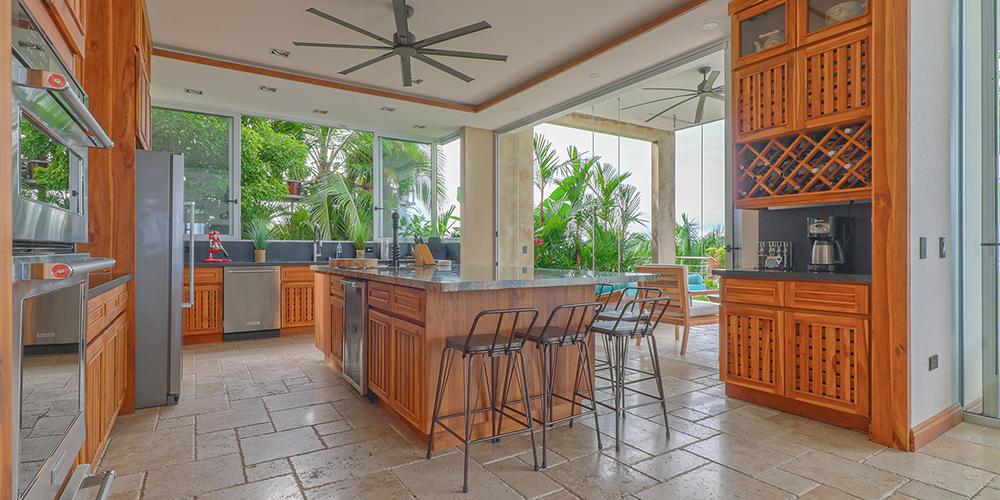 Casa Contee kitchen
